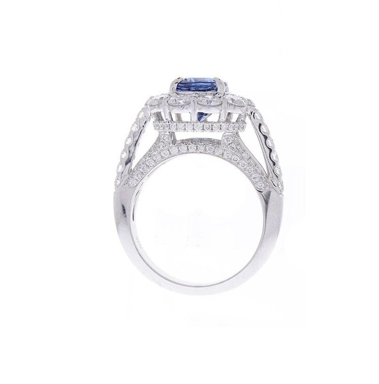EGL Certified 3.08 Carat Oval Blue Sapphire & Diamond Cocktail Ring In 18K Gold In New Condition For Sale In Chicago, IL