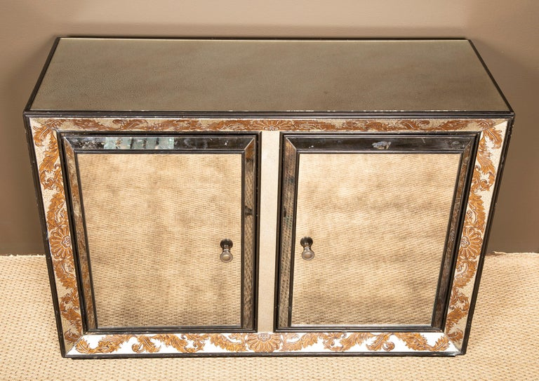 Églomisé Mirrored Cabinet by James Mont In Good Condition For Sale In Stamford, CT