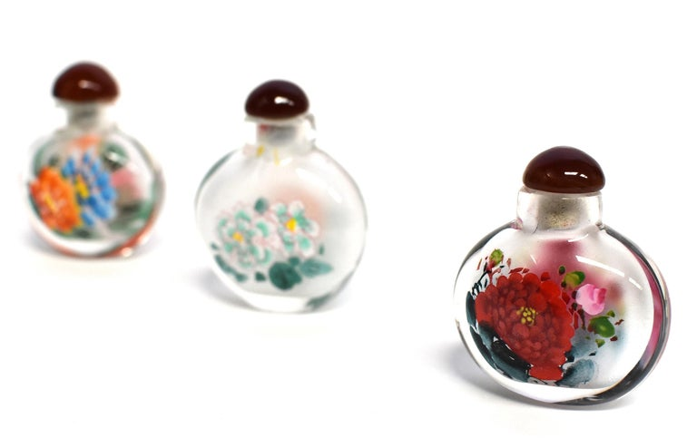 Églomisé Reverse Painted Snuff Bottles Set of Three Peonies In Excellent Condition For Sale In Somis, CA
