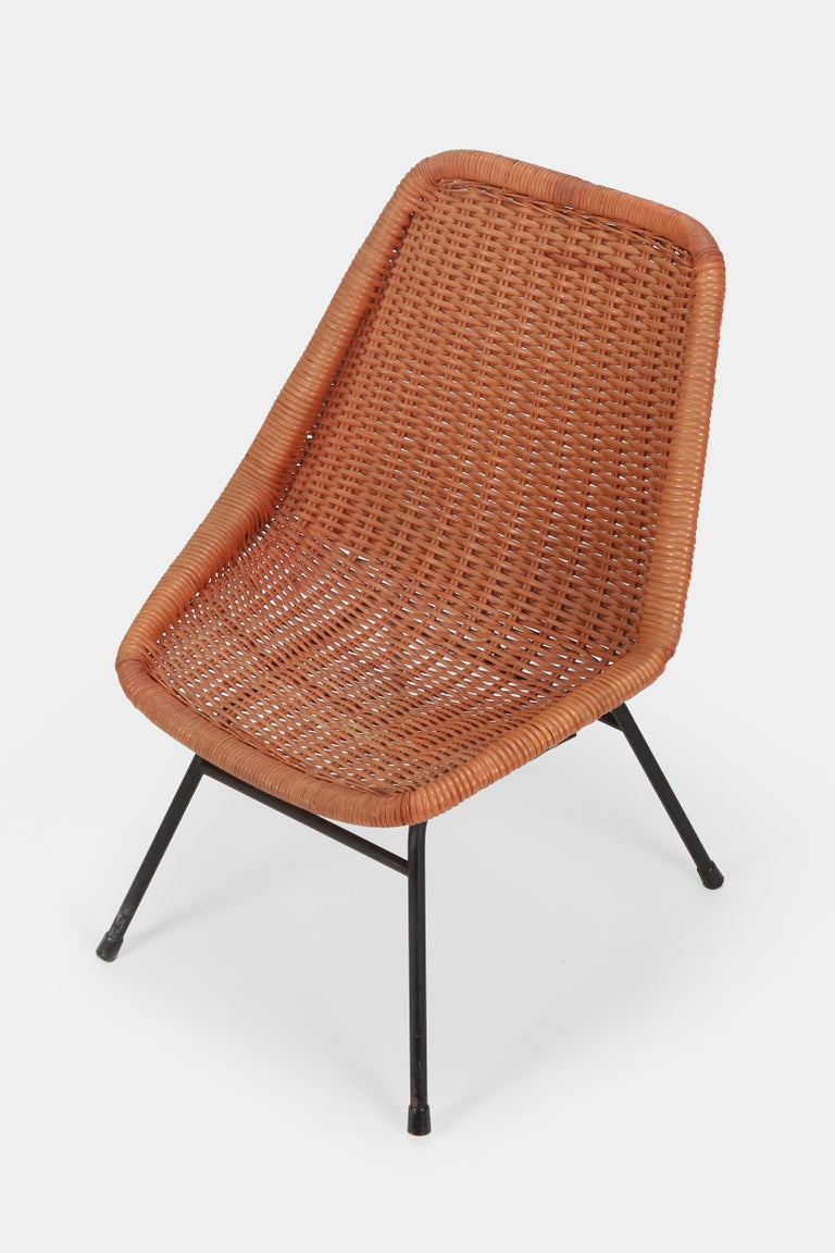Egon Eiermann single chair manufactured by Wilde & Spieth in Germany in the 1950s. Original red painted reed and robust iron frame. In good condition.