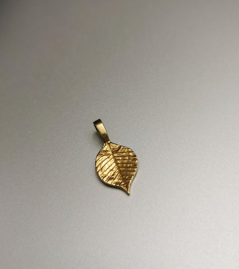 Women's or Men's Egyptian Revival Leaf Yellow Gold 18 Karat Pendant Charm For Sale
