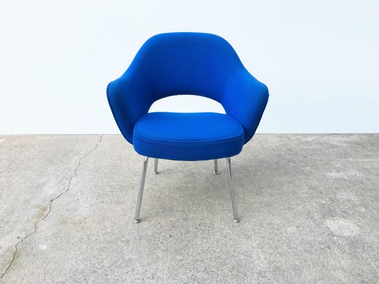Eight very comfortable Knoll Eero Saarinen Executive dining armchairs retaining its original blue upholstery with minor fading. Can be used as-is, new upholstery is recommended. Knoll label on bottom of seat.   Featured in nearly all Florence