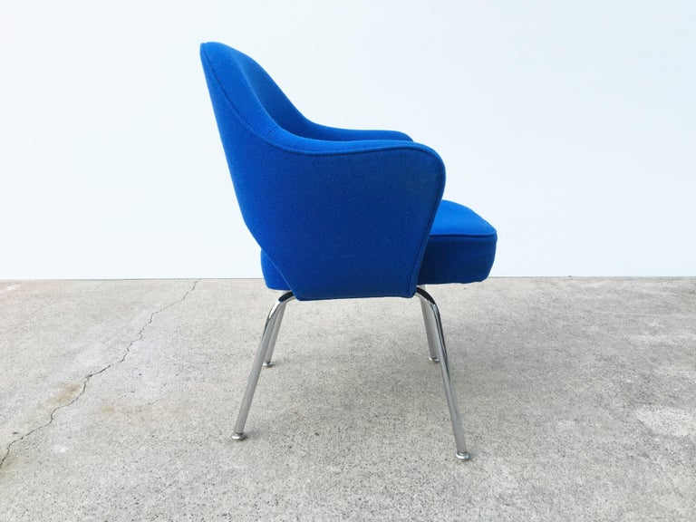 Eight Blue Eero Saarinen for Knoll Executive Chairs In Good Condition For Sale In Dallas, TX