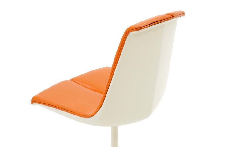 American Eight Dining Chairs by Richard Schultz for Knoll. White Frames, Red Orange Seats For Sale