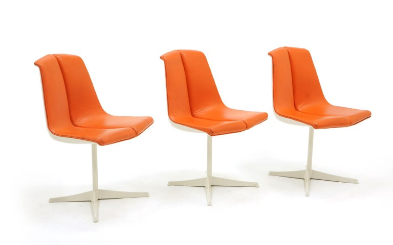 Mid-20th Century Eight Dining Chairs by Richard Schultz for Knoll. White Frames, Red Orange Seats For Sale