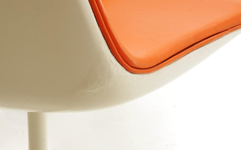 Fiberglass Eight Dining Chairs by Richard Schultz for Knoll. White Frames, Red Orange Seats For Sale