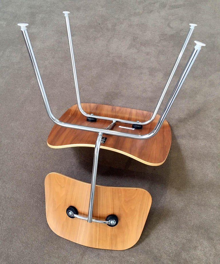 Machine-Made Eight Dinning Chairs Designed by Ray and Charles Eames for Herman Miller For Sale
