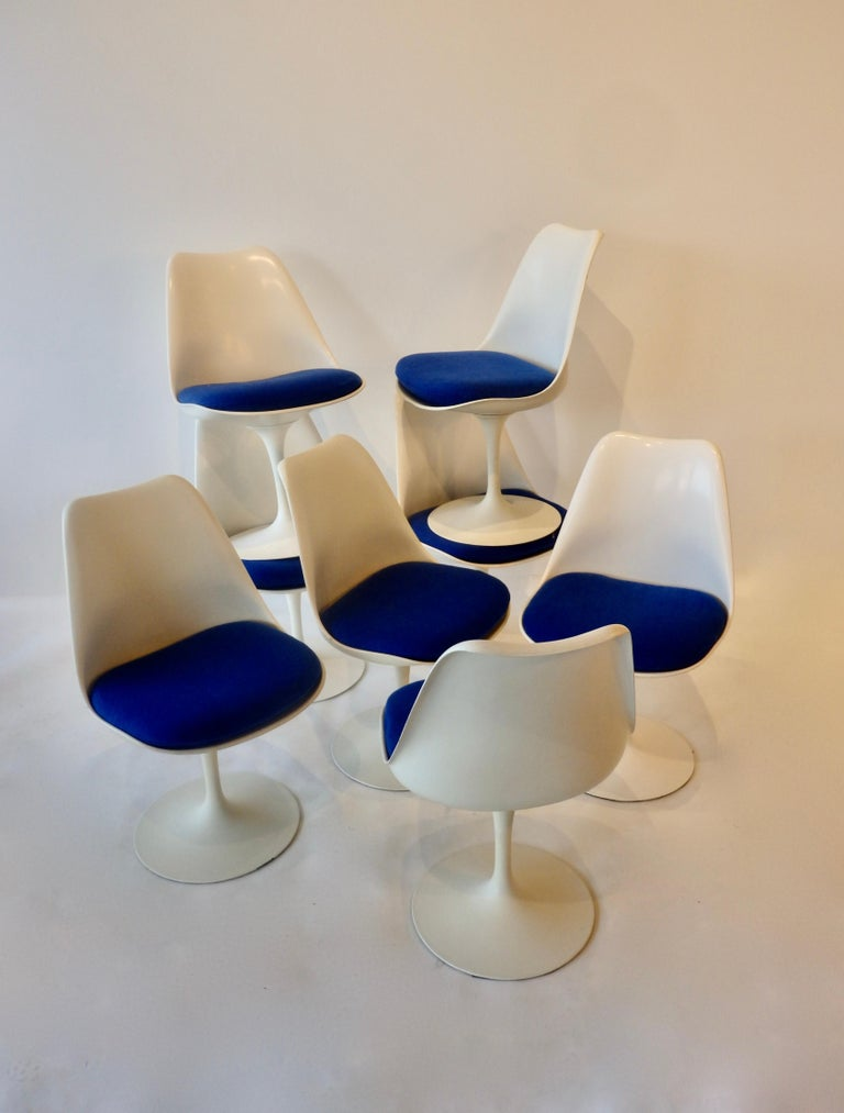 Eight Eero Saarinen for Knoll Tulip Group White Swivel Dining Chairs For Sale 4
