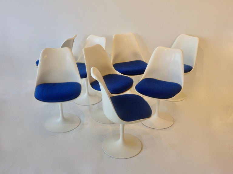 Set of eight Saarinen for Knoll tulip base dining chairs. All have swivel base. A few nicks and chips but overall very nice condition.
