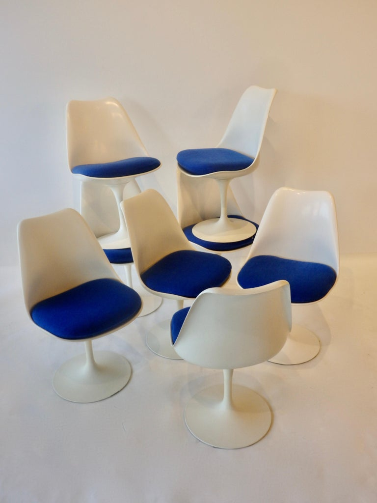 Mid-Century Modern Eight Eero Saarinen for Knoll Tulip Group White Swivel Dining Chairs For Sale