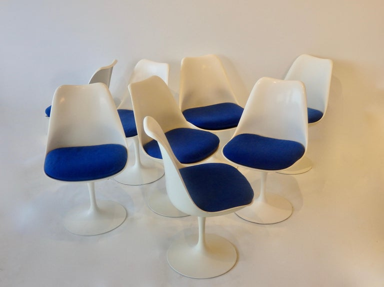 American Eight Eero Saarinen for Knoll Tulip Group White Swivel Dining Chairs For Sale
