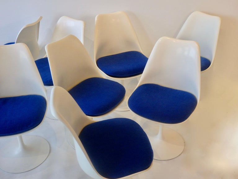 Lacquered Eight Eero Saarinen for Knoll Tulip Group White Swivel Dining Chairs For Sale