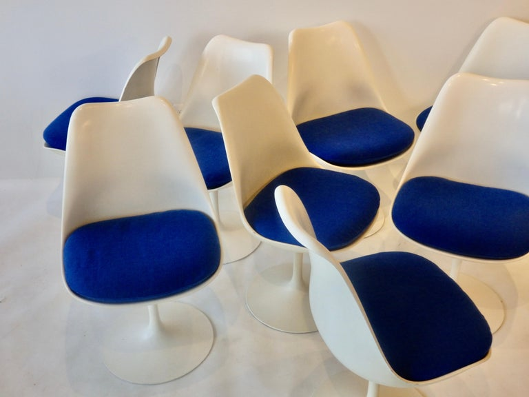 Eight Eero Saarinen for Knoll Tulip Group White Swivel Dining Chairs In Good Condition For Sale In Ferndale, MI