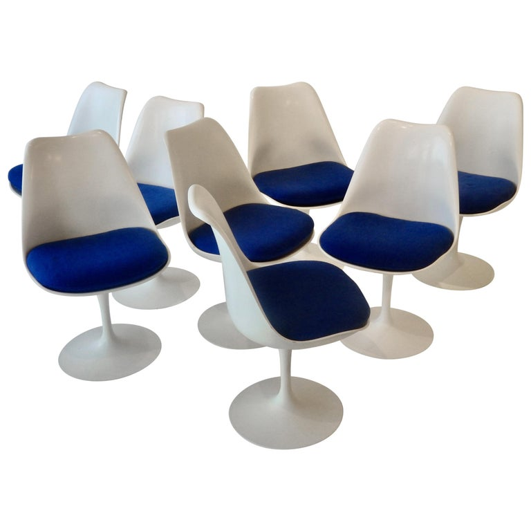 Eight Eero Saarinen for Knoll Tulip Group White Swivel Dining Chairs For Sale