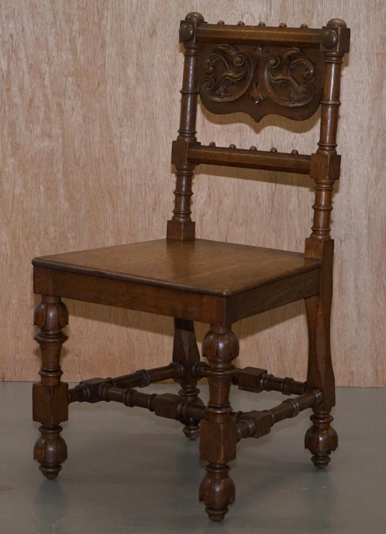 Eight Hand Carved Walnut Gothic Revival Dining Chairs circa 1840 Stunning Frames In Good Condition For Sale In London, GB