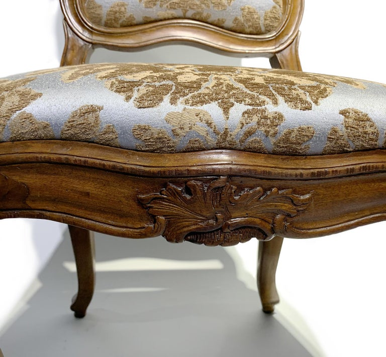 Eight Italian Chairs in Carved Walnut, Genoa, circa 1750 For Sale 5