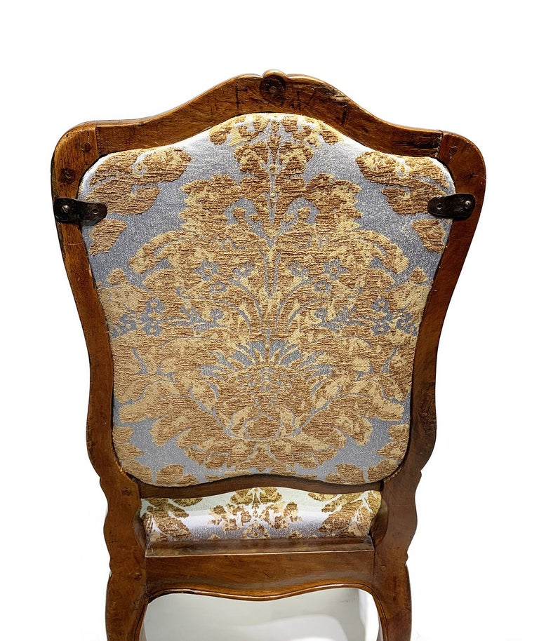 Eight Italian Chairs in Carved Walnut, Genoa, circa 1750 For Sale 7
