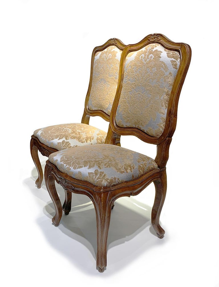 Eight Italian Chairs in Carved Walnut, Genoa, circa 1750 For Sale 9