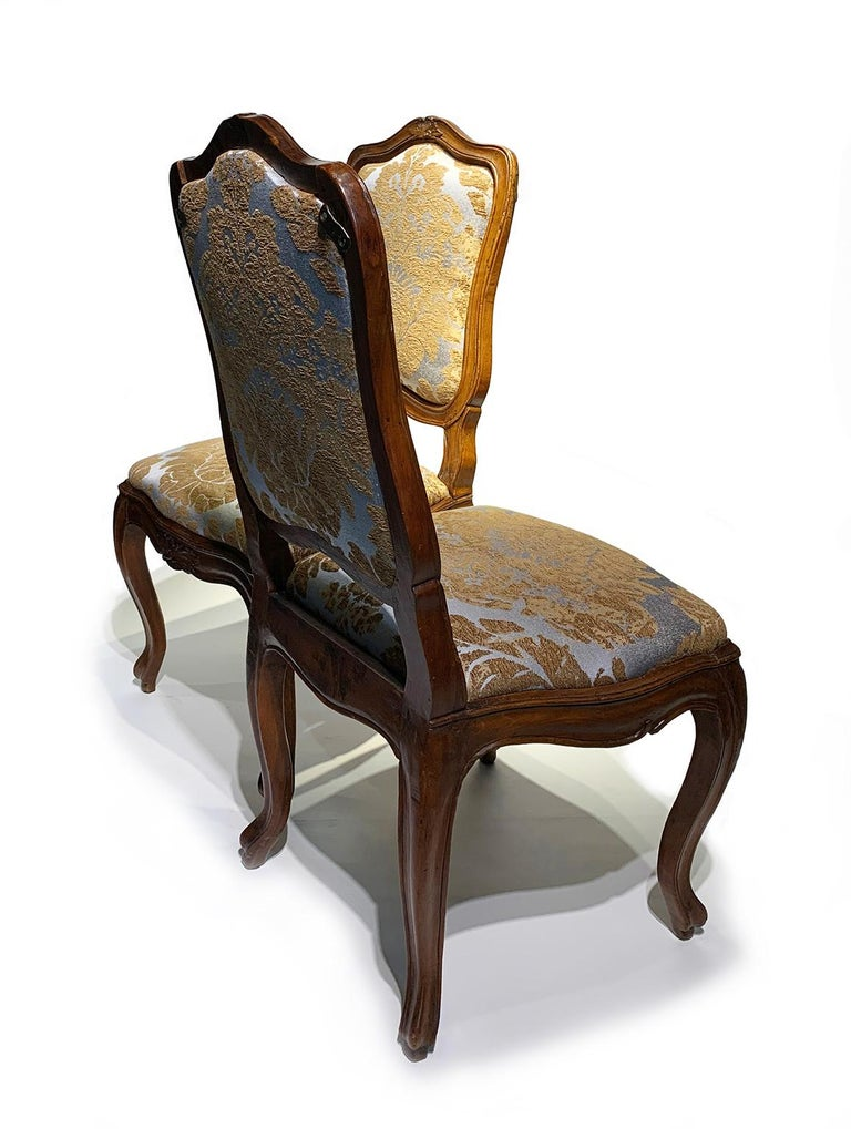 Eight Italian Chairs in Carved Walnut, Genoa, circa 1750 For Sale 10