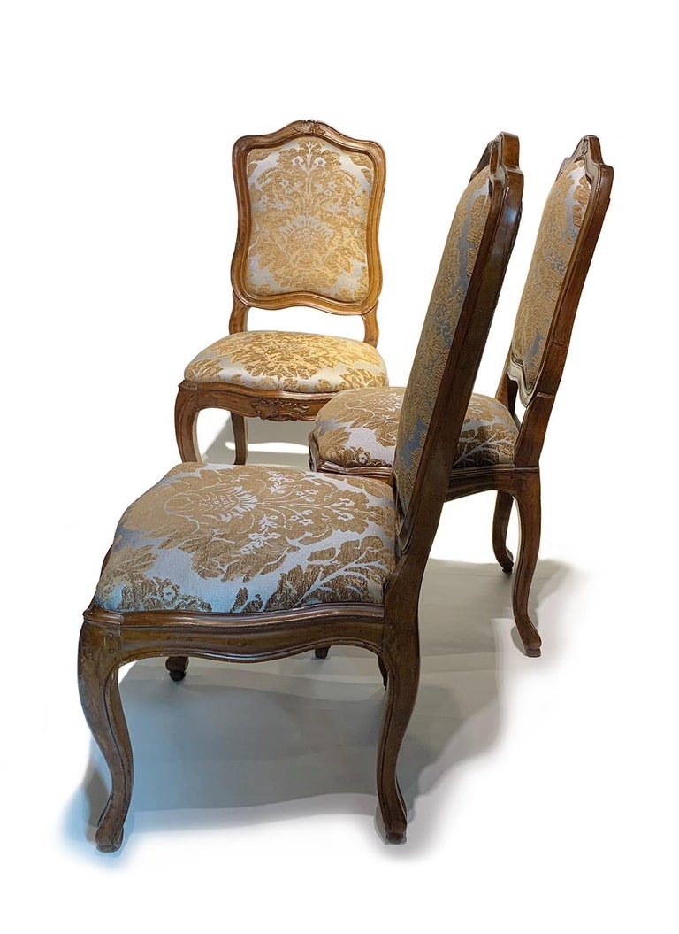 Eight Italian Chairs in Carved Walnut, Genoa, circa 1750 For Sale 11