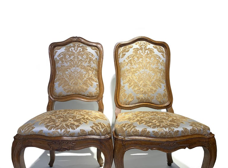 Eight Italian Chairs in Carved Walnut, Genoa, circa 1750 For Sale 12