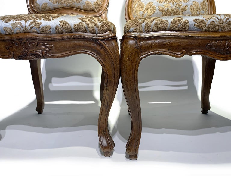 Eight Italian Chairs in Carved Walnut, Genoa, circa 1750 For Sale 13