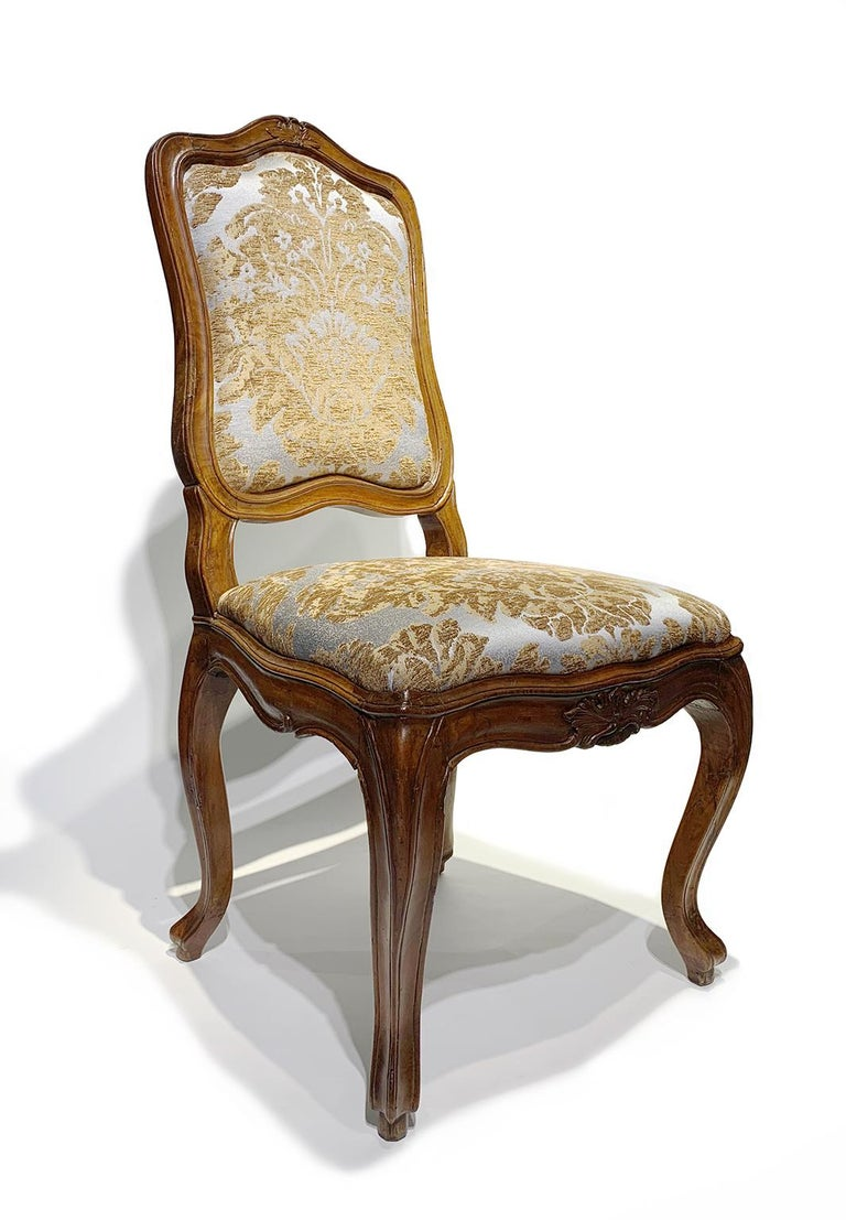 Eight Italian Chairs in Carved Walnut, Genoa, circa 1750 In Good Condition For Sale In Milano, IT