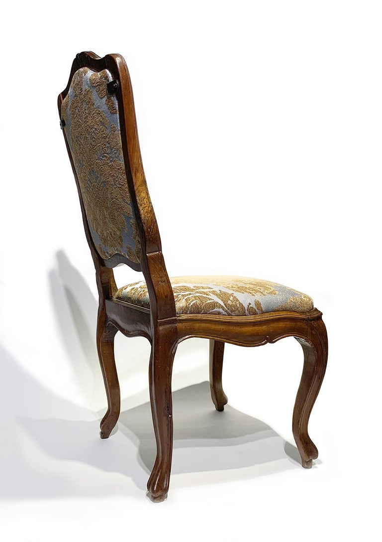 Mid-18th Century Eight Italian Chairs in Carved Walnut, Genoa, circa 1750 For Sale