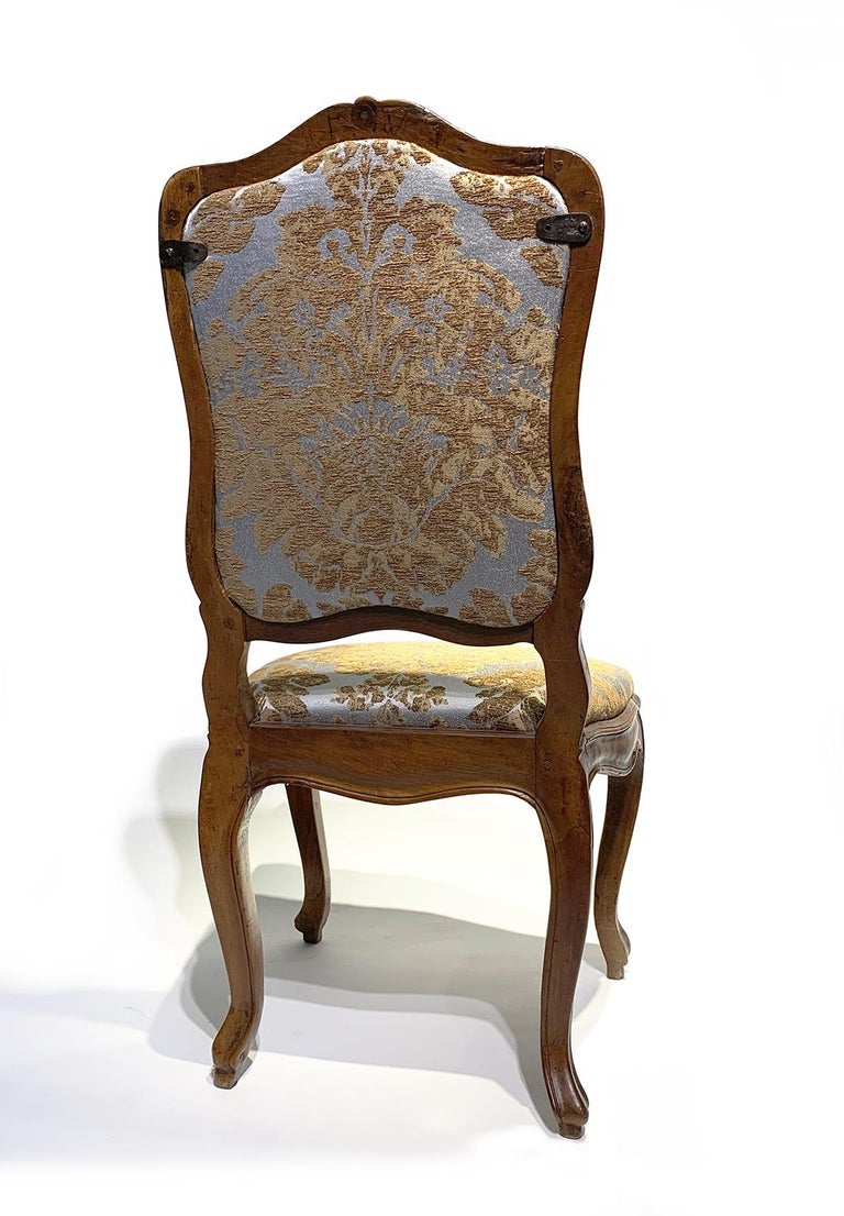Eight Italian Chairs in Carved Walnut, Genoa, circa 1750 For Sale 1