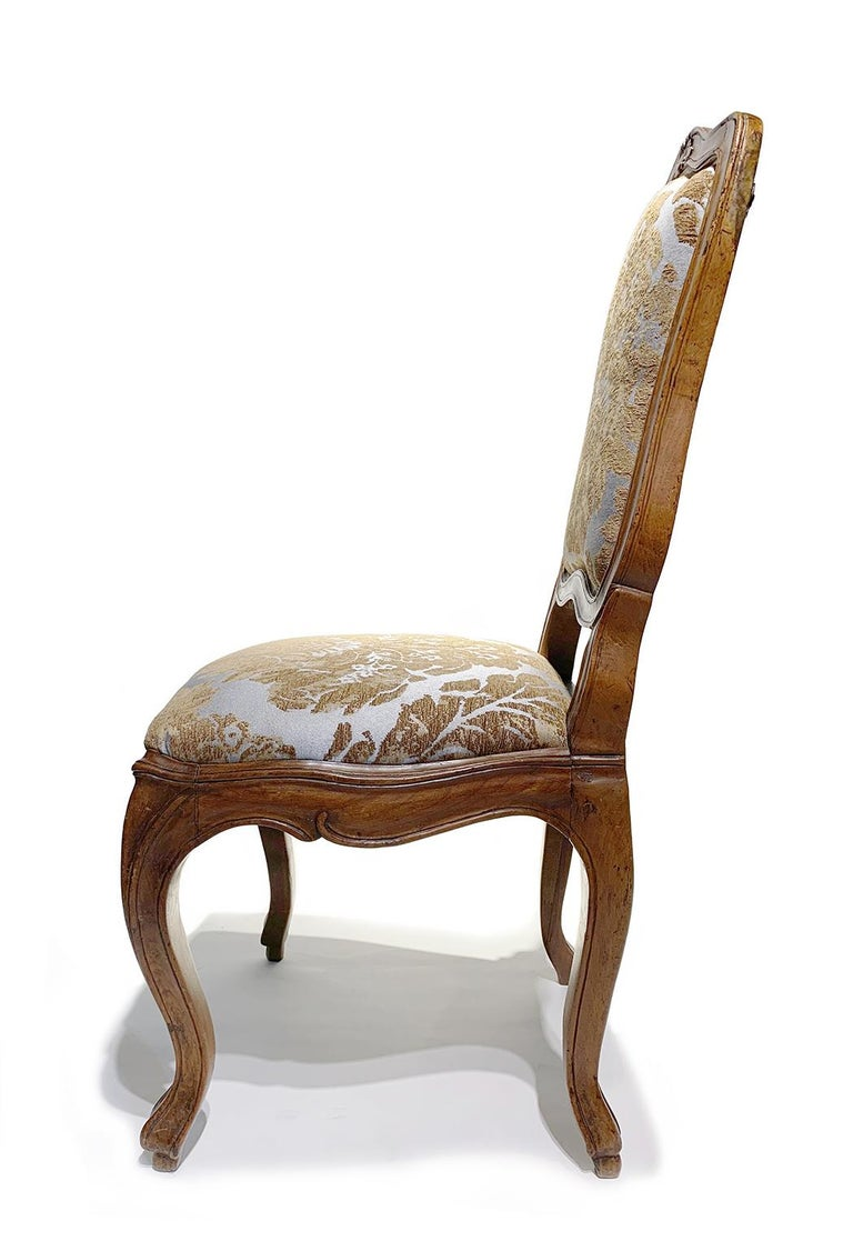 Eight Italian Chairs in Carved Walnut, Genoa, circa 1750 For Sale 2