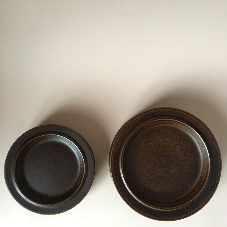 Scandinavian Modern Eight Pieces of Midcentury Ruska Stoneware Dinner Plates from Arabia Finland For Sale