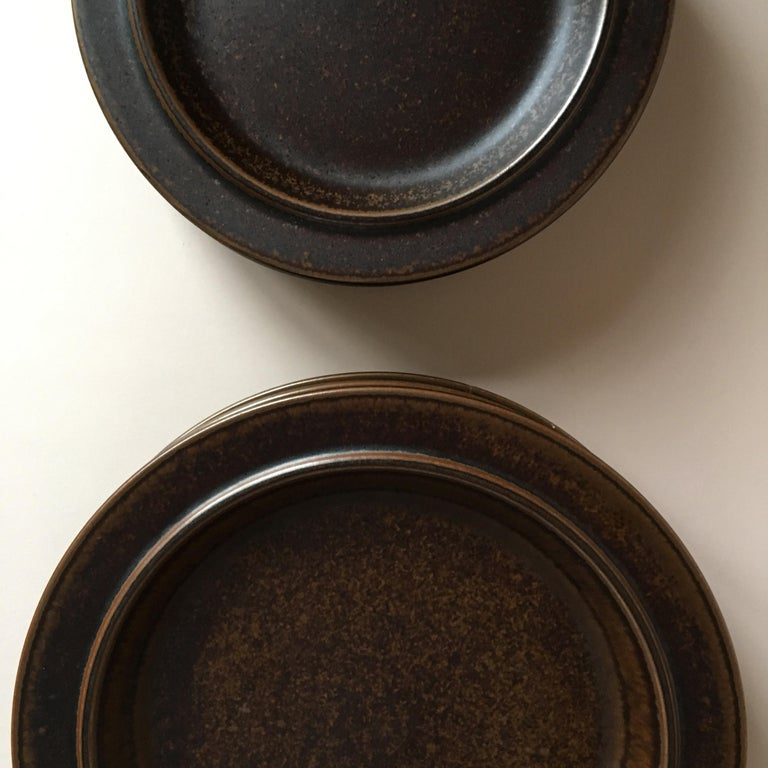 Finnish Eight Pieces of Midcentury Ruska Stoneware Dinner Plates from Arabia Finland For Sale