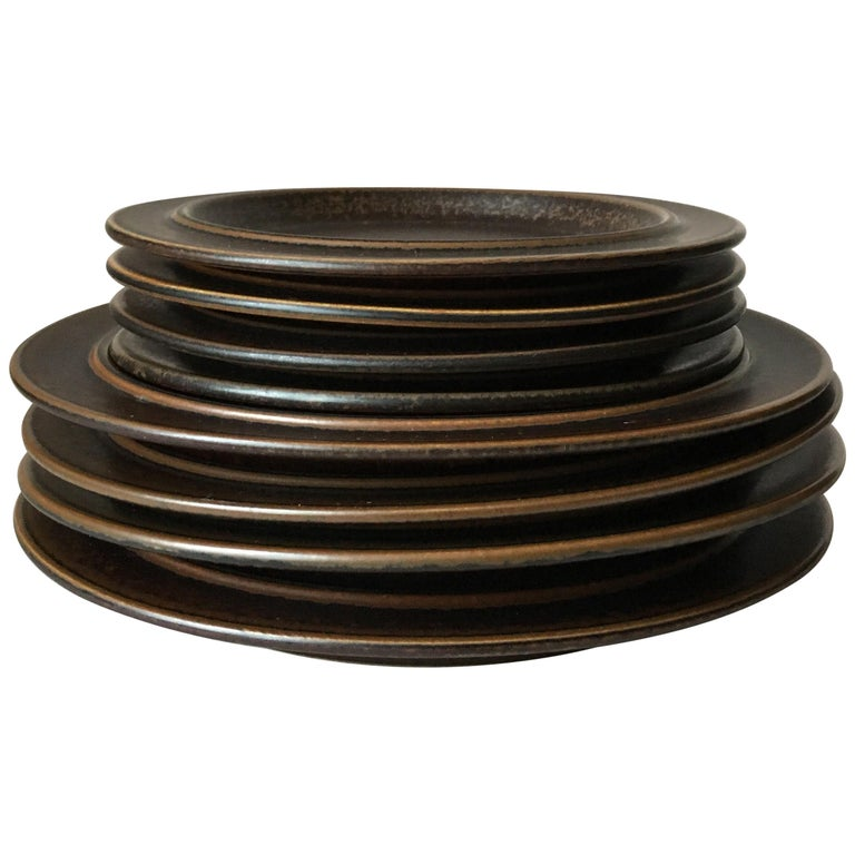 Eight Pieces of Midcentury Ruska Stoneware Dinner Plates from Arabia Finland For Sale