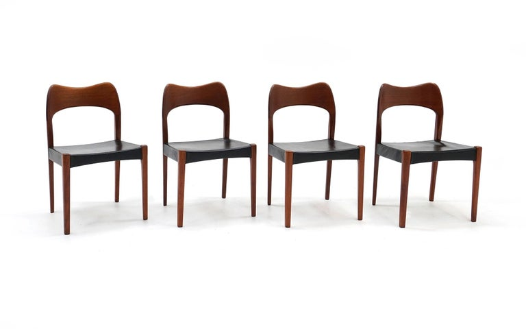 Set of 8 dining chairs designed by Niels Otto Møller and made by J. L. Møller Møbelfabrik. These chairs are model number 71. Completely original condition. Ready to use. There may be small blemishes, but the condition is very good. The black leather