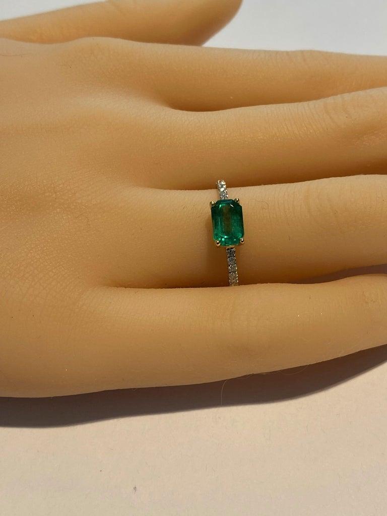 Contemporary Eighteen Karat Gold Columbia Emerald Diamond Cocktail Ring  For Sale