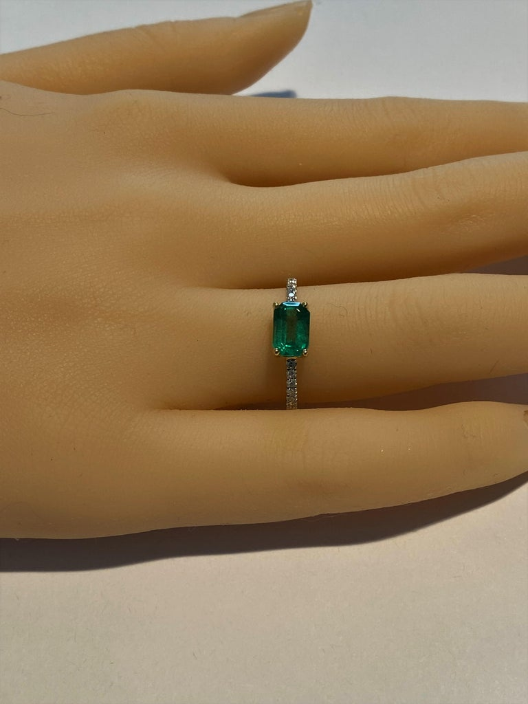 Eighteen Karat Gold Columbia Emerald Diamond Cocktail Ring  For Sale 1
