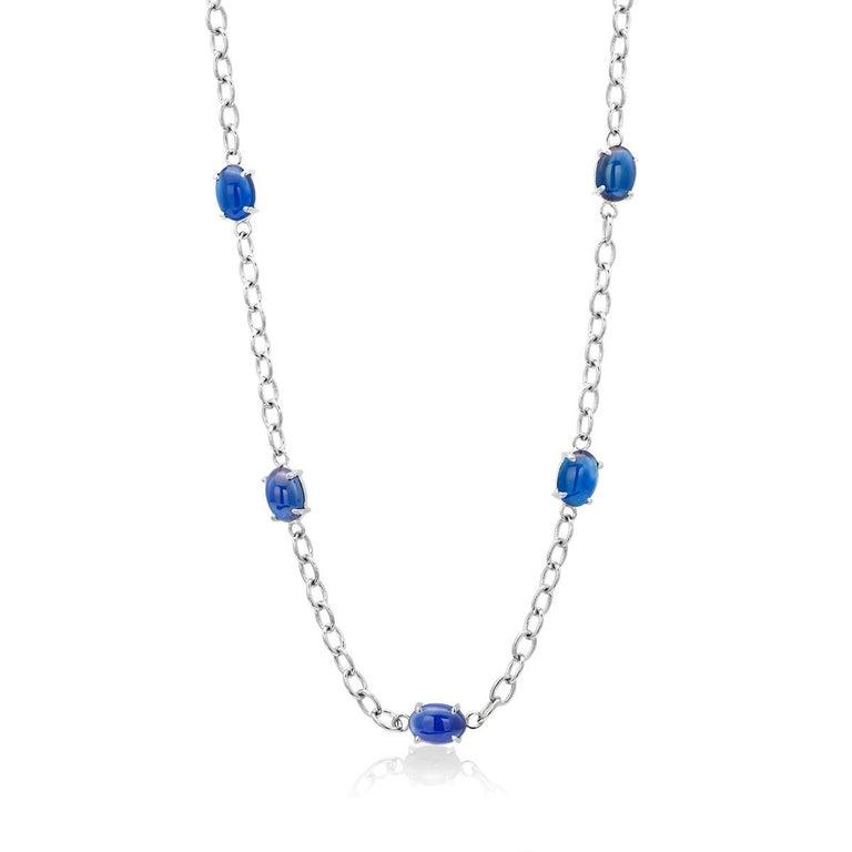 Round Cut Eighteen Karats White Gold Five Cabochon Sapphires Necklace Pendant For Sale