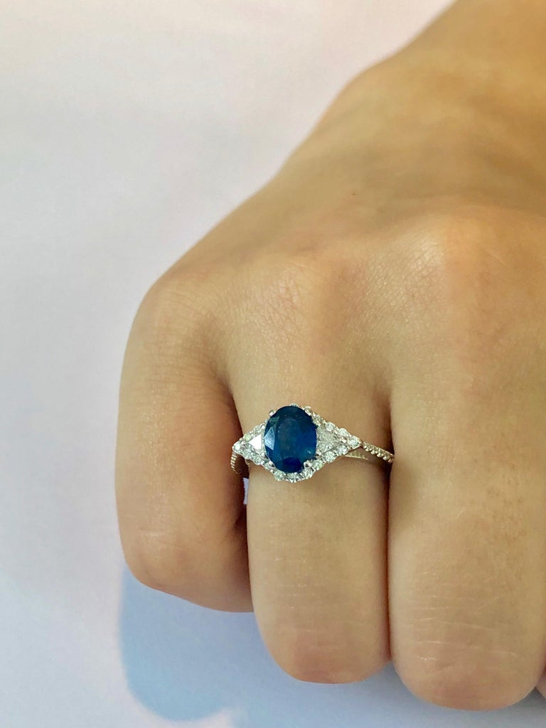 Eighteen Karat White Gold Sapphire and Diamond Cocktail Ring Weighing 2.55 Carat In New Condition For Sale In New York, NY