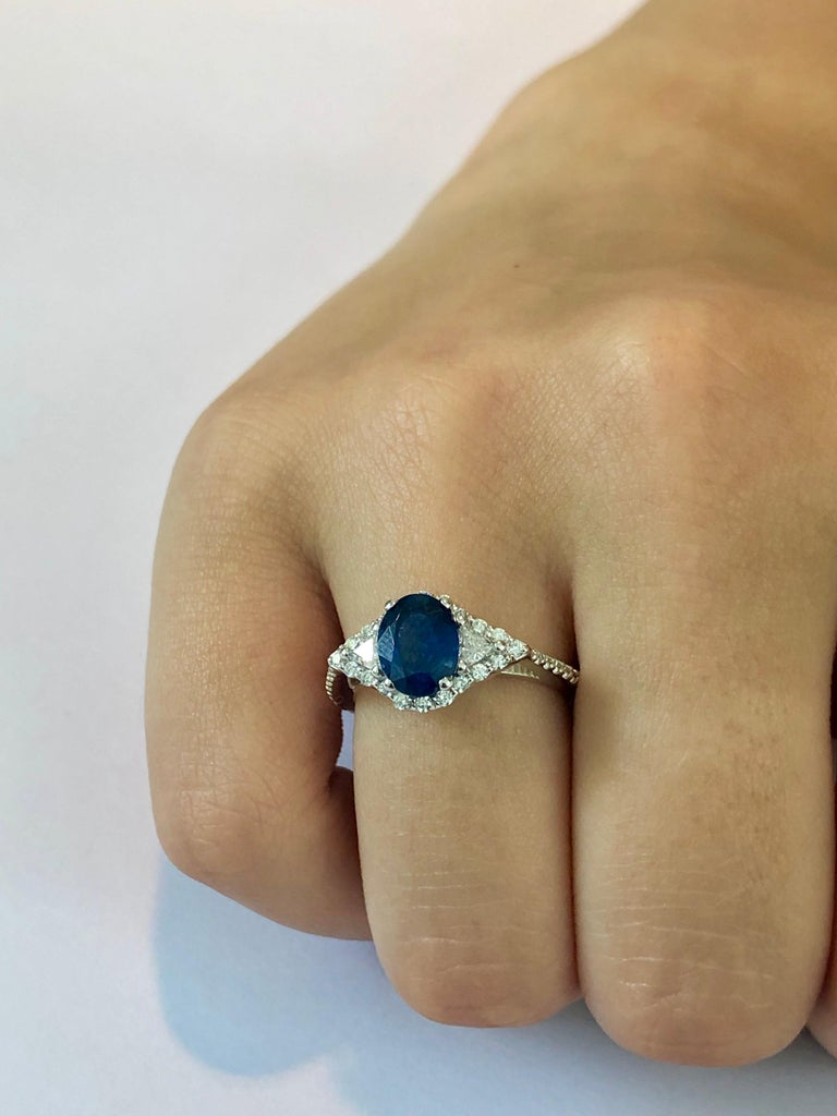 Eighteen Karat White Gold Sapphire and Diamond Cocktail Ring Weighing 2.55 Carat For Sale 1