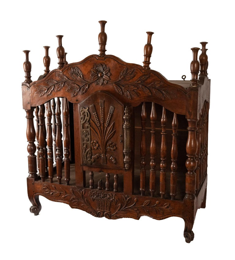 Eighteenth-century French Carved Walnut Panettiere In Good Condition For Sale In Salt Lake City, UT