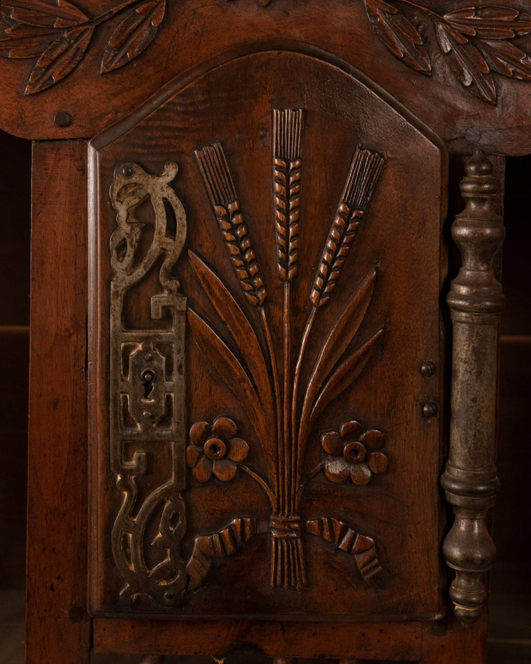 Eighteenth-century French Carved Walnut Panettiere For Sale 2