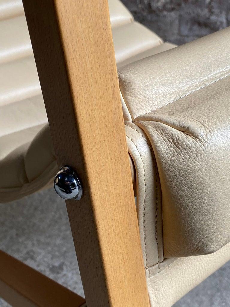 Eileen Gray Transat Chairs in Cream Leather & Beech by Ecart International In Good Condition In Longdon, Tewkesbury