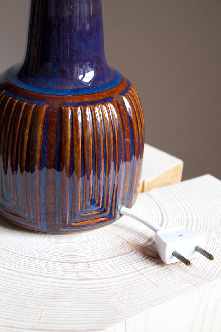 Danish Einar Johansen, Table Lamp, Glazed Incised Stoneware, Søholm, Denmark, 1960s For Sale