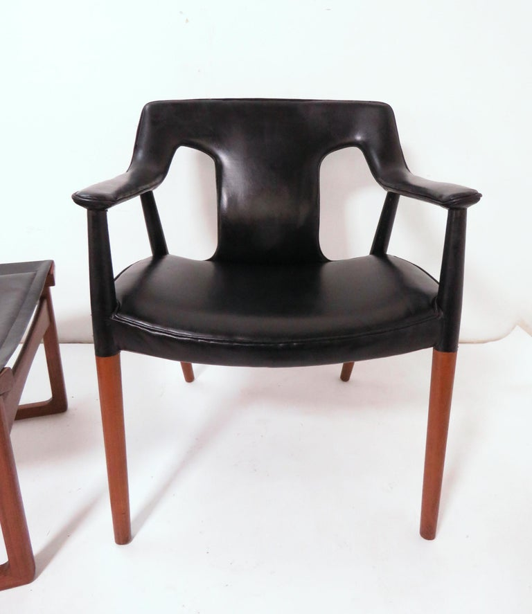 Mid-20th Century Ejner Larsen and A. Bender Madsen Danish Teak Lounge Chair and Ottoman Set For Sale