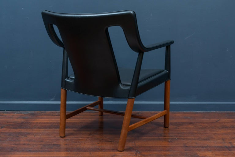 Ejner Larsen and Askel Bender Madsen Lounge Chair LP48 In Excellent Condition For Sale In San Francisco, CA