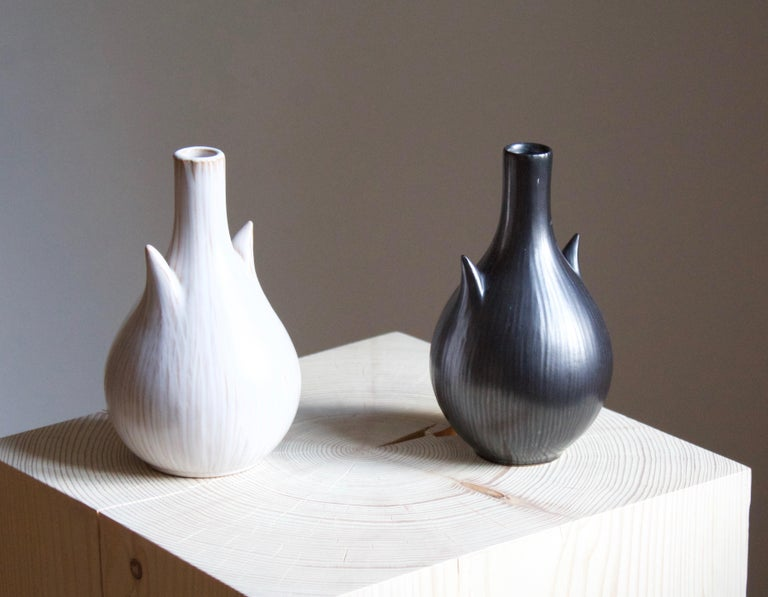 A pair of vases. Produced by Ejvind Nielsen in his studio in Hvidovre, Denmark. Produced circa 1950s-1960s. Signed.