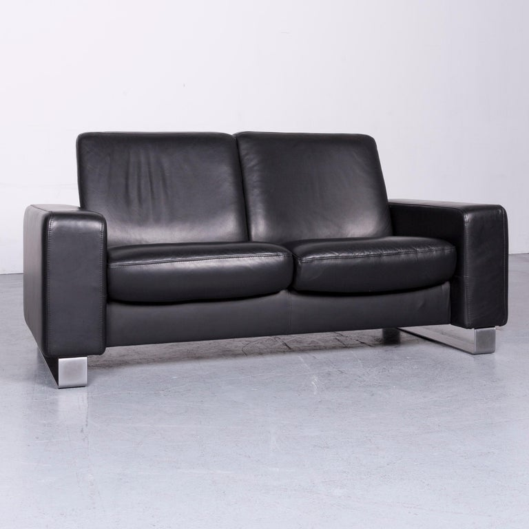 We bring to you an Ekornes Stressless space leather sofa black recliner.