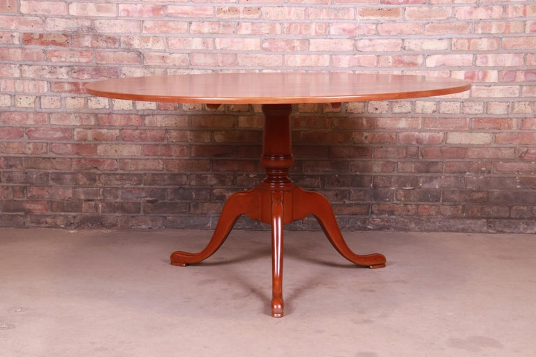 An exceptional Queen Anne style cherry wood tilt top pedestal breakfast table or dining table  By Eldred Wheeler  USA, late 20th century  Measures: 54