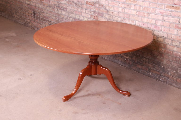 American Eldred Wheeler Queen Anne Cherry Wood Tilt Top Pedestal Dining Table, Refinished For Sale