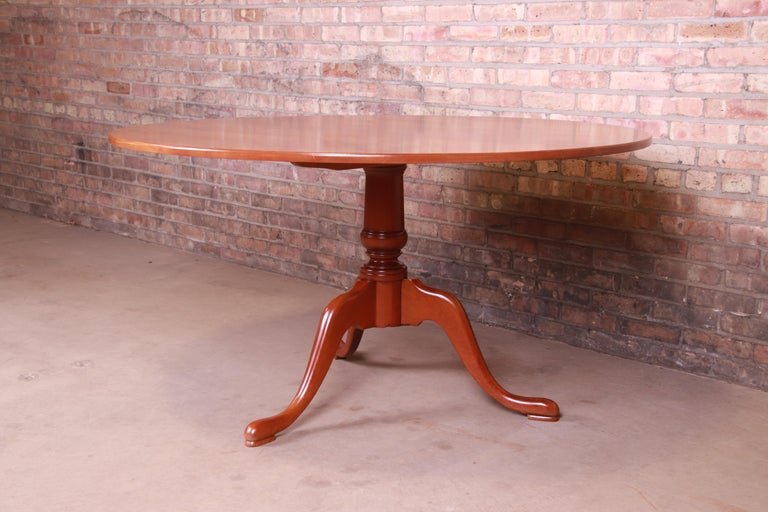 Eldred Wheeler Queen Anne Cherry Wood Tilt Top Pedestal Dining Table, Refinished In Good Condition For Sale In South Bend, IN